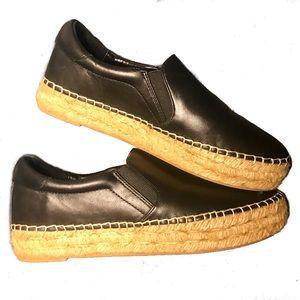 ✨Beautiful black leather slip on✨